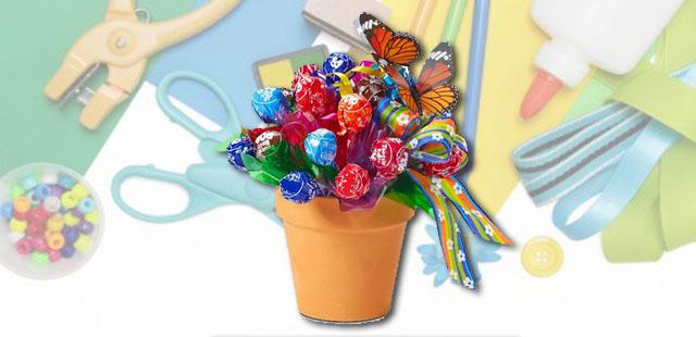 החומרים: עציץ ריק קטן צבעי אקריל מכחולים דבק רב תכליתי ספוגית לפרחים מקלות ארטיק (להשיג בחנויות פנאי והובי) סוכריות עטופות מספריים אפשרות: ניירות טישו ובריסטול     […]