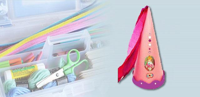 כובע צר וגבוה המתאים לנסיכה, קוסם, מכשפה ועוד…  החומרים: נייר בריסטול מספריים מחוגה חוט דבק לבן מהדק נייר דבק רצועות נייר קרפ    אופן ההכנה:  […]