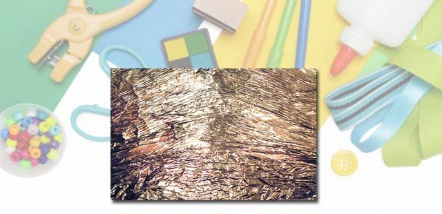 החומרים: נייר אלומיניום קרטון (או בריסטול עבה מאוד) קערית פלסטיק קטנה צבעי אקריל נוזל לרחיצת כלים מברשת ציור מקלות ארטיק   אופן ההכנה: לעטוף את פיסת הקרטון (או […]