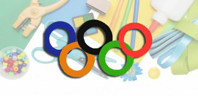 החומרים (לכל ילד): 5 צלחות נייר מספריים (או סכין חיתוך לשימוש מבוגרים בלבד) צבעים: כחול, ירוק, צהוב, שחור ואדום. דבק   אופן ההכנה: לגזור עיגול במרכז כל צלחת. […]